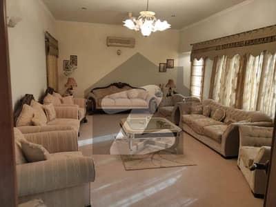 ڈی ایچ اے فیز 7 ڈی ایچ اے کراچی میں 8 کمروں کا 2 کنال مکان 17.25 کروڑ میں برائے فروخت۔