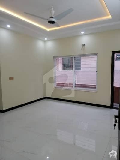 ای ۔ 11 اسلام آباد میں 5 کمروں کا 10 مرلہ مکان 5.25 کروڑ میں برائے فروخت۔