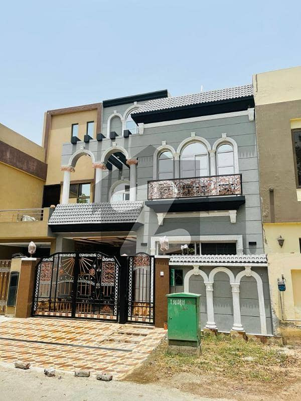 بحریہ ٹاؤن ۔ بلاک ڈی ڈی بحریہ ٹاؤن سیکٹرڈی بحریہ ٹاؤن لاہور میں 3 کمروں کا 5 مرلہ مکان 1.6 کروڑ میں برائے فروخت۔