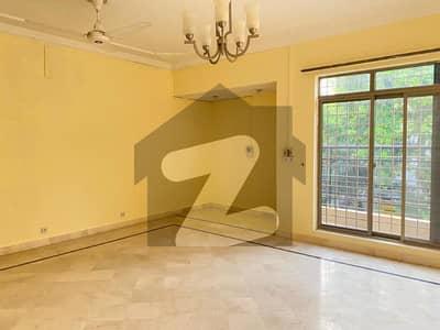 ایف ۔ 8 اسلام آباد میں 6 کمروں کا 1.33 کنال مکان 4.5 لاکھ میں کرایہ پر دستیاب ہے۔