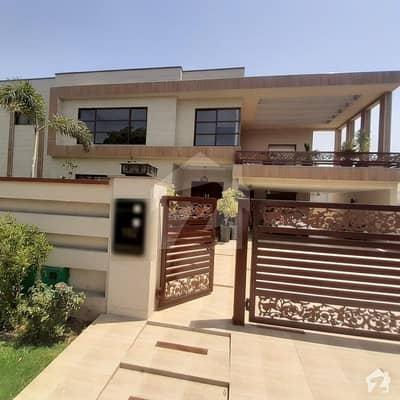 بحریہ ٹاؤن ۔ بابر بلاک بحریہ ٹاؤن سیکٹر A بحریہ ٹاؤن لاہور میں 8 کمروں کا 2 کنال مکان 13 کروڑ میں برائے فروخت۔