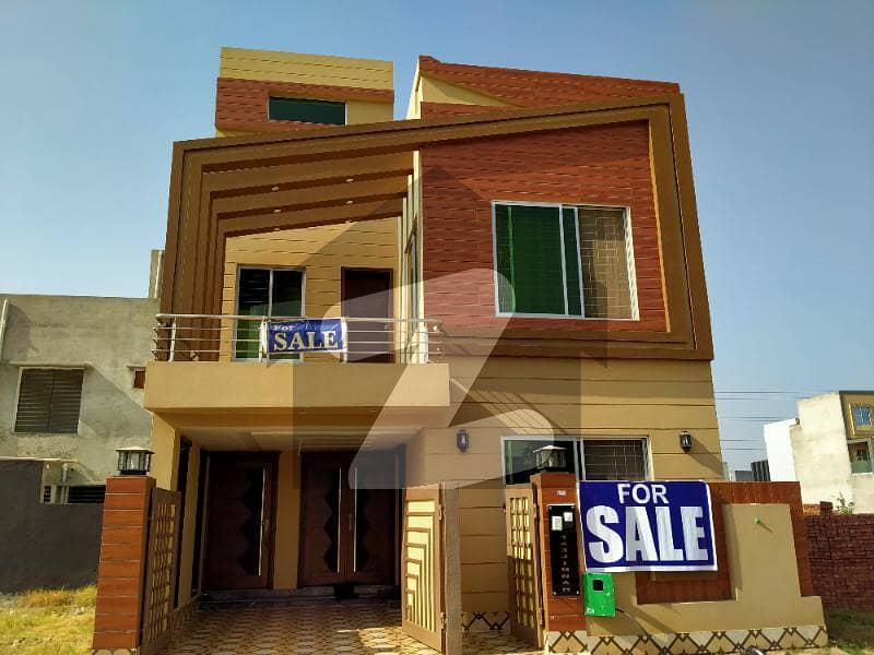 بحریہ ٹاؤن ۔ بلاک بی بی بحریہ ٹاؤن سیکٹرڈی بحریہ ٹاؤن لاہور میں 3 کمروں کا 5 مرلہ مکان 1.32 کروڑ میں برائے فروخت۔