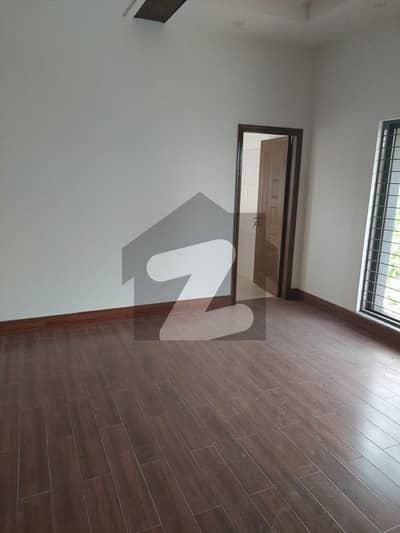 بحریہ ٹاؤن قائد بلاک بحریہ ٹاؤن سیکٹر ای بحریہ ٹاؤن لاہور میں 5 کمروں کا 10 مرلہ مکان 2.2 کروڑ میں برائے فروخت۔