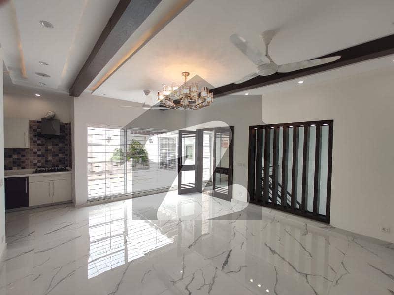 ڈی ایچ اے فیز 2 ڈیفنس (ڈی ایچ اے) لاہور میں 3 کمروں کا 1 کنال بالائی پورشن 90 ہزار میں کرایہ پر دستیاب ہے۔