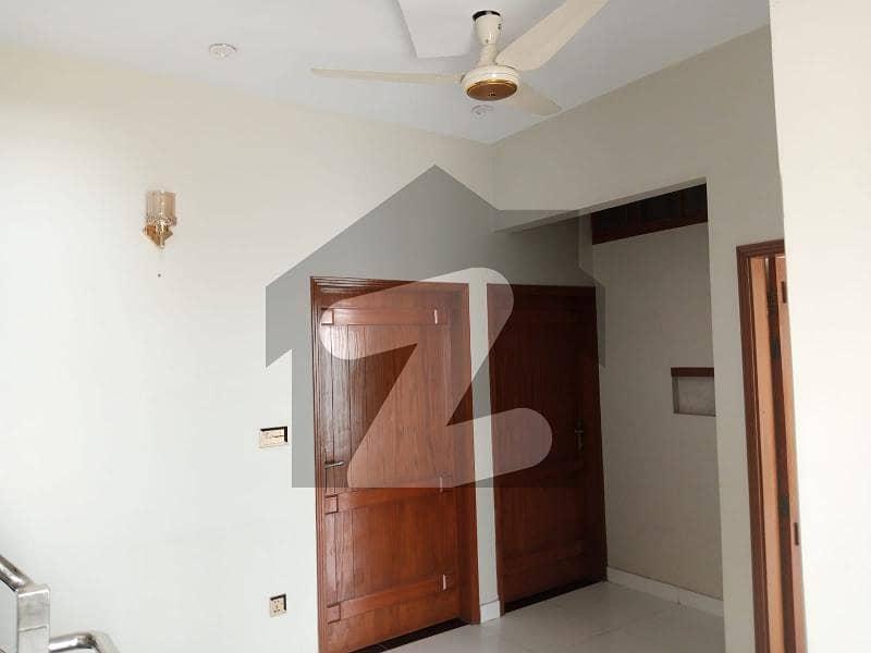 ڈی ایچ اے فیز 7 ایکسٹینشن ڈی ایچ اے ڈیفینس کراچی میں 4 کمروں کا 4 مرلہ مکان 1.2 لاکھ میں کرایہ پر دستیاب ہے۔