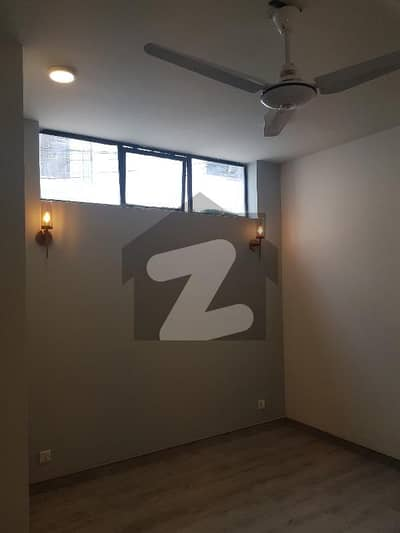 کلفٹن ۔ بلاک 4 کلفٹن کراچی میں 2 کمروں کا 7 مرلہ زیریں پورشن 1.5 لاکھ میں کرایہ پر دستیاب ہے۔