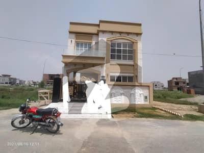 ڈی ایچ اے 9 ٹاؤن ۔ بلاک سی ڈی ایچ اے 9 ٹاؤن ڈیفنس (ڈی ایچ اے) لاہور میں 3 کمروں کا 5 مرلہ مکان 1.9 کروڑ میں برائے فروخت۔