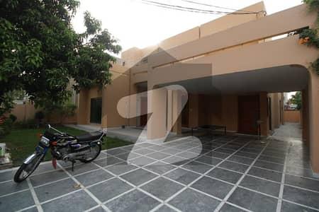 ڈی ایچ اے فیز 1 ڈیفنس (ڈی ایچ اے) لاہور میں 5 کمروں کا 1 کنال مکان 1.35 لاکھ میں کرایہ پر دستیاب ہے۔