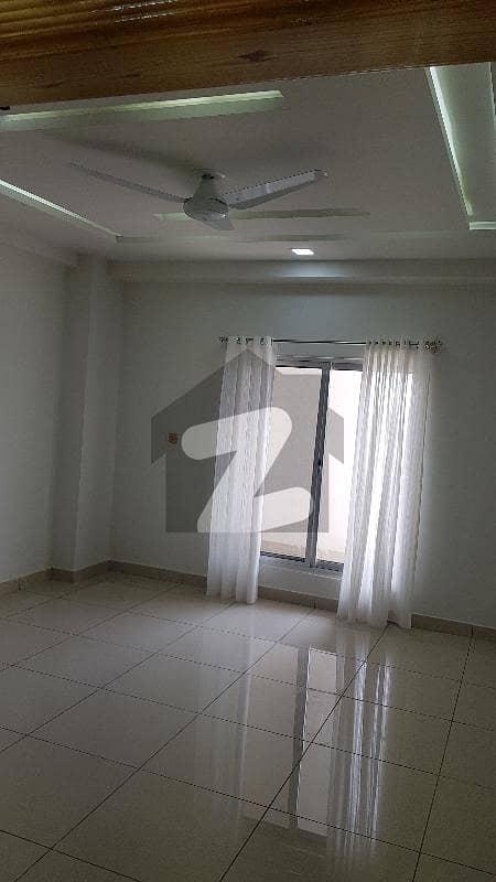 یونیورسٹی ٹاؤن پشاور میں 6 مرلہ فلیٹ 1.05 کروڑ میں برائے فروخت۔