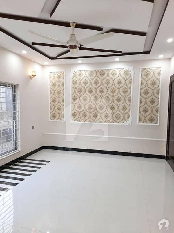 عبداللہ گارڈنز ایسٹ کینال روڈ کینال روڈ فیصل آباد میں 5 کمروں کا 10 مرلہ مکان 4.25 کروڑ میں برائے فروخت۔