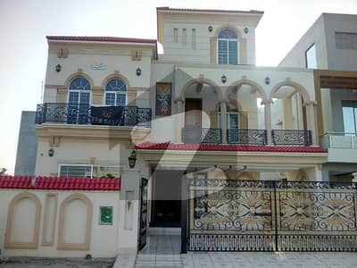 10 Marla House For Sale In Talha Block Bahria Town Lahore
