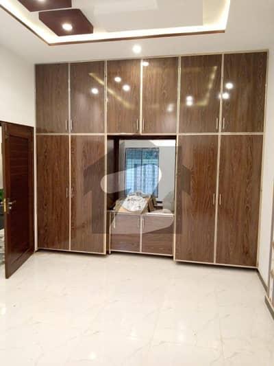 نشیمنِ اقبال فیز 1 نشیمنِ اقبال لاہور میں 5 کمروں کا 10 مرلہ مکان 2.3 کروڑ میں برائے فروخت۔