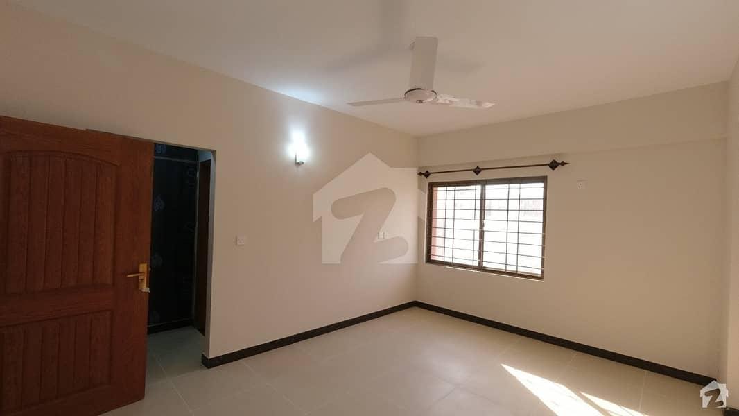 عسکری 5 ملیر کنٹونمنٹ کینٹ کراچی میں 4 کمروں کا 13 مرلہ فلیٹ 3.5 کروڑ میں برائے فروخت۔