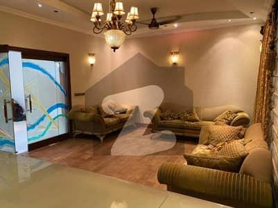 ڈی ایچ اے فیز 7 ڈی ایچ اے کراچی میں 7 کمروں کا 1.2 کنال مکان 11 کروڑ میں برائے فروخت۔