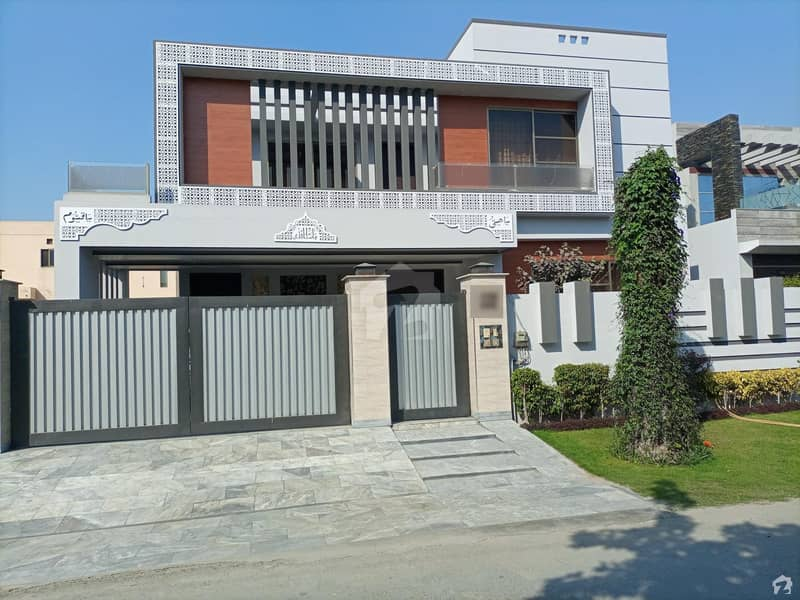 Spaciously Planned 1 Kanal House In DC Colony Available