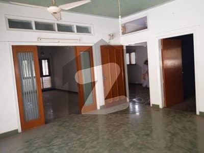 عامر خسرو کراچی میں 8 کمروں کا 1.2 کنال مکان 2.5 لاکھ میں کرایہ پر دستیاب ہے۔