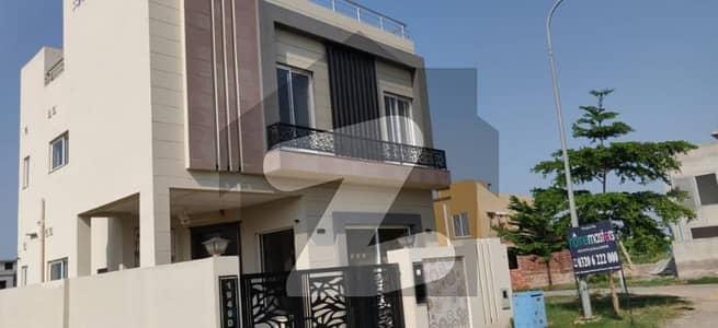 ڈی ایچ اے 9 ٹاؤن ۔ بلاک ڈی ڈی ایچ اے 9 ٹاؤن ڈیفنس (ڈی ایچ اے) لاہور میں 5 مرلہ مکان 1.8 کروڑ میں برائے فروخت۔