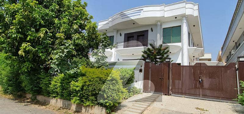 ایف ۔ 11 اسلام آباد میں 6 کمروں کا 1 کنال مکان 9.6 کروڑ میں برائے فروخت۔