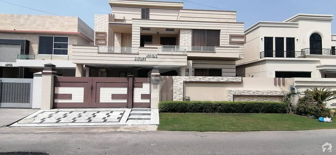 A Stunning House Is Up For Grabs In DC Colony Gujranwala