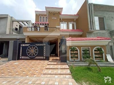 نشیمنِ اقبال فیز 2 نشیمنِ اقبال لاہور میں 5 کمروں کا 10 مرلہ مکان 2.15 کروڑ میں برائے فروخت۔