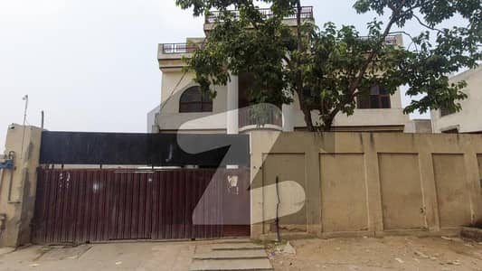 1 Kanal With 5 Bed Rooms 6 Bath Rooms Old House Available For Sale