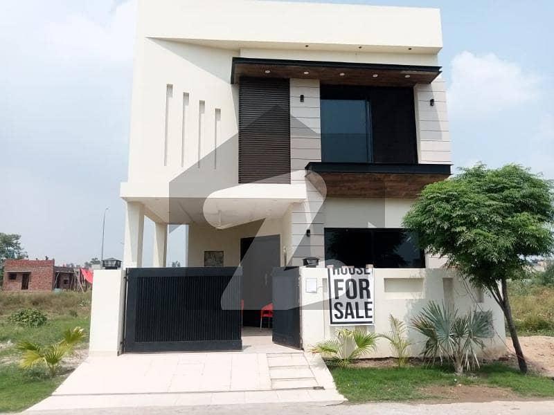 ڈی ایچ اے 9 ٹاؤن ۔ بلاک ڈی ڈی ایچ اے 9 ٹاؤن ڈیفنس (ڈی ایچ اے) لاہور میں 3 کمروں کا 5 مرلہ مکان 1.7 کروڑ میں برائے فروخت۔