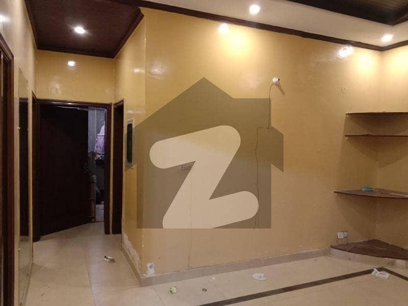 ڈی ایچ اے فیز 2 - بلاک ایس فیز 2 ڈیفنس (ڈی ایچ اے) لاہور میں 2 کمروں کا 10 مرلہ بالائی پورشن 50 ہزار میں کرایہ پر دستیاب ہے۔