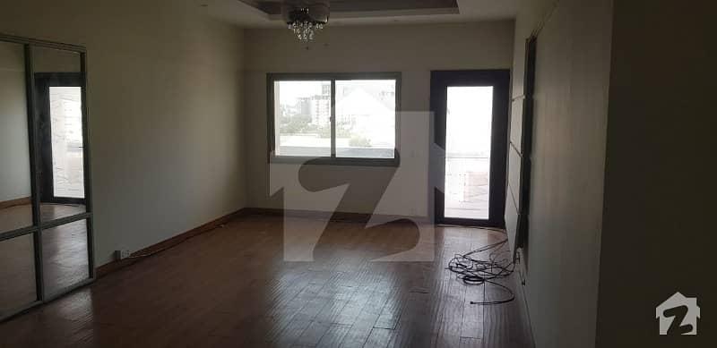 باتھ آئی لینڈ کراچی میں 4 کمروں کا 12 مرلہ فلیٹ 6 کروڑ میں برائے فروخت۔