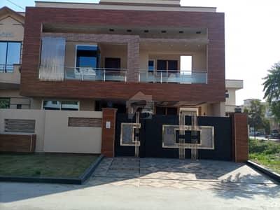 ڈی سی کالونی گوجرانوالہ میں 5 کمروں کا 10 مرلہ مکان 2.5 کروڑ میں برائے فروخت۔