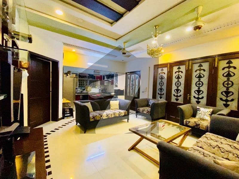 سبزہ زار سکیم لاہور میں 6 کمروں کا 10 مرلہ مکان 2.5 کروڑ میں برائے فروخت۔