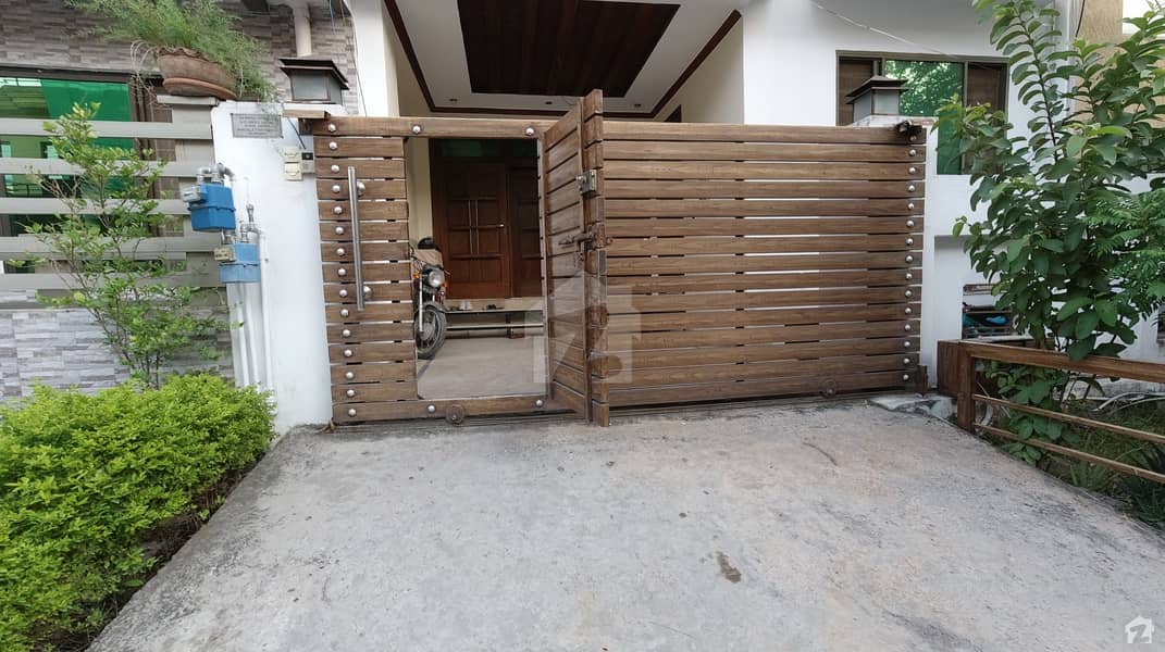 مارگلہ ٹاؤن فیز 2 مارگلہ ٹاؤن اسلام آباد میں 10 کمروں کا 6 مرلہ مکان 3.1 کروڑ میں برائے فروخت۔