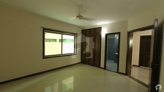 عسکری 5 ۔ سیکٹر جی عسکری 5 ملیر کنٹونمنٹ کینٹ کراچی میں 5 کمروں کا 1 کنال مکان 1.35 لاکھ میں کرایہ پر دستیاب ہے۔