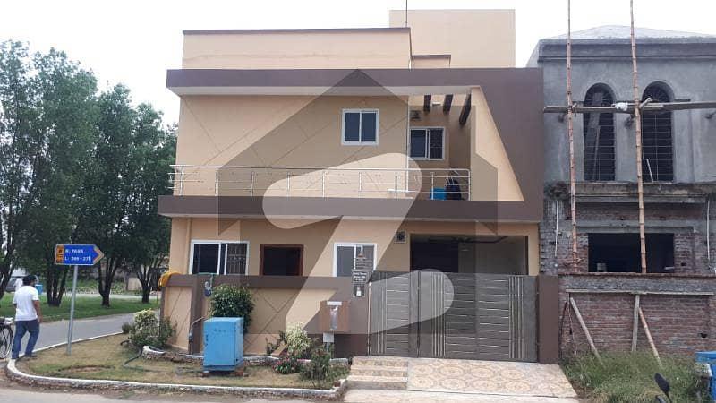 سٹی ہاؤسنگ سوسائٹی سیالکوٹ میں 5 کمروں کا 6 مرلہ مکان 1.8 کروڑ میں برائے فروخت۔
