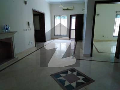 Beautiful Double Unit 06 Bedroom House For Rent With AC
