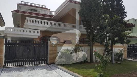 ایف ۔ 10/2 ایف ۔ 10 اسلام آباد میں 6 کمروں کا 1 کنال مکان 10.5 کروڑ میں برائے فروخت۔