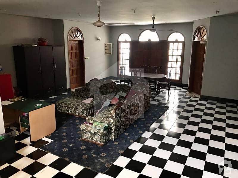ڈی ایچ اے فیز 7 ڈی ایچ اے کراچی میں 6 کمروں کا 1.33 کنال مکان 12.5 کروڑ میں برائے فروخت۔
