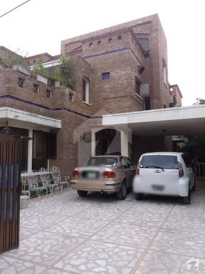 ایف ۔ 11/3 ایف ۔ 11 اسلام آباد میں 6 کمروں کا 1 کنال مکان 10.5 کروڑ میں برائے فروخت۔