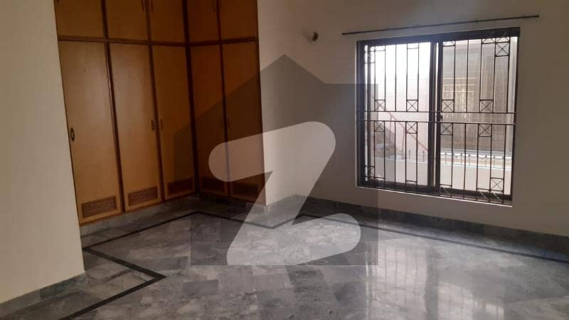 ای ۔ 11 اسلام آباد میں 7 کمروں کا 1 کنال مکان 7.6 کروڑ میں برائے فروخت۔