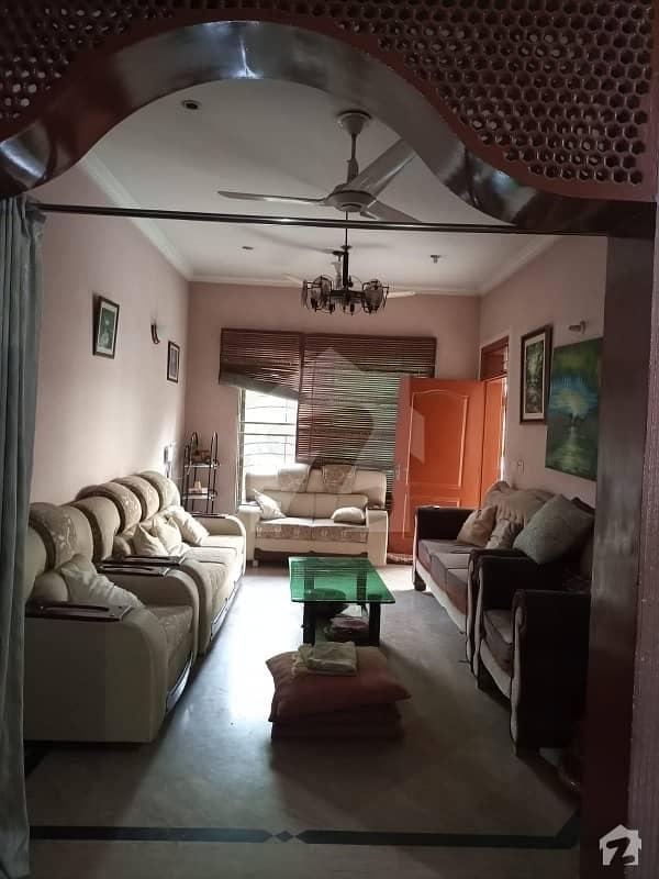 نشیمنِ اقبال فیز 1 نشیمنِ اقبال لاہور میں 4 کمروں کا 10 مرلہ مکان 2.1 کروڑ میں برائے فروخت۔