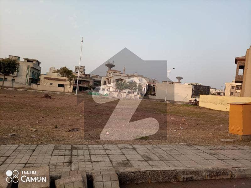 بحریہ ٹاؤن فیز 8 ۔ بلاک سی بحریہ ٹاؤن فیز 8 بحریہ ٹاؤن راولپنڈی راولپنڈی میں 10 مرلہ رہائشی پلاٹ 1.2 کروڑ میں برائے فروخت۔