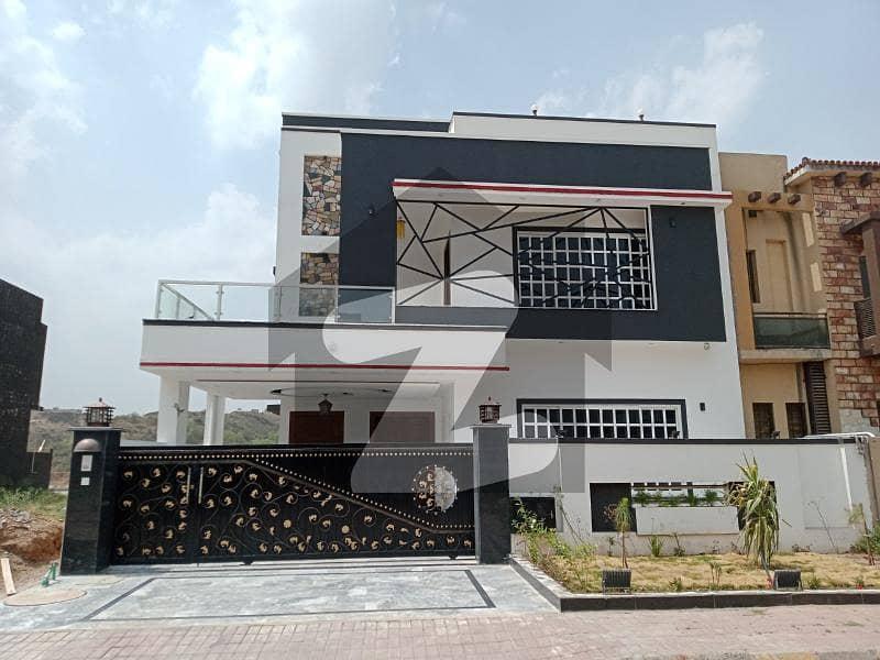 بحریہ گرینز۔ اوورسیز انکلیو بحریہ ٹاؤن فیز 8 بحریہ ٹاؤن راولپنڈی راولپنڈی میں 5 کمروں کا 10 مرلہ مکان 3.5 کروڑ میں برائے فروخت۔