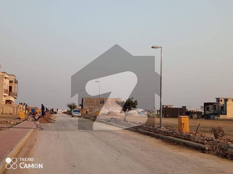 بحریہ ٹاؤن فیز 8 ۔ بلاک ای بحریہ ٹاؤن فیز 8 بحریہ ٹاؤن راولپنڈی راولپنڈی میں 14 مرلہ رہائشی پلاٹ 1.5 کروڑ میں برائے فروخت۔