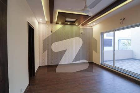 ڈی ایچ اے فیز 5 ڈیفنس (ڈی ایچ اے) لاہور میں 3 کمروں کا 1 کنال بالائی پورشن 64 ہزار میں کرایہ پر دستیاب ہے۔