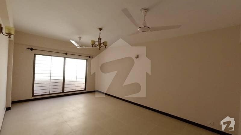 عسکری 5 ملیر کنٹونمنٹ کینٹ کراچی میں 3 کمروں کا 11 مرلہ فلیٹ 75 ہزار میں کرایہ پر دستیاب ہے۔
