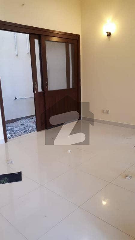 ڈی ایچ اے فیز 8 ڈی ایچ اے کراچی میں 2 کمروں کا 6 مرلہ مکان 80 ہزار میں کرایہ پر دستیاب ہے۔