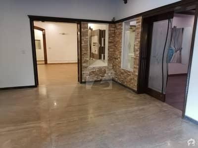 کیولری گراؤنڈ لاہور میں 5 کمروں کا 1.2 کنال مکان 7.85 کروڑ میں برائے فروخت۔
