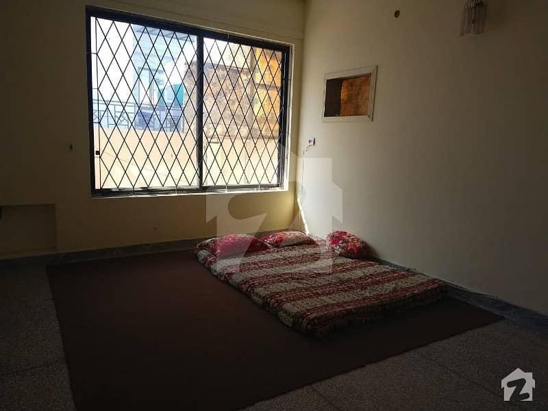 ایف ۔ 10 اسلام آباد میں 10 کمروں کا 1.47 کنال مکان 13 کروڑ میں برائے فروخت۔