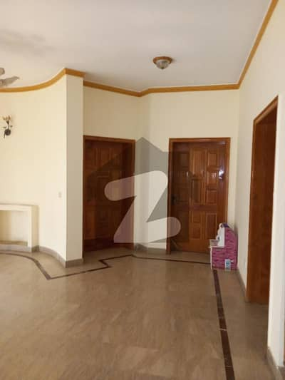 One Kanal House For Rent 6 Bed