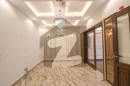 ڈی ایچ اے فیز 5 ڈیفنس (ڈی ایچ اے) لاہور میں 3 کمروں کا 5 مرلہ مکان 70 ہزار میں کرایہ پر دستیاب ہے۔