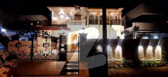 ڈی ایچ اے فیز 2 - بلاک ٹی فیز 2 ڈیفنس (ڈی ایچ اے) لاہور میں 5 کمروں کا 1 کنال مکان 1.8 لاکھ میں کرایہ پر دستیاب ہے۔
